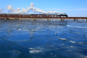 SL、釧路川鉄橋を行く